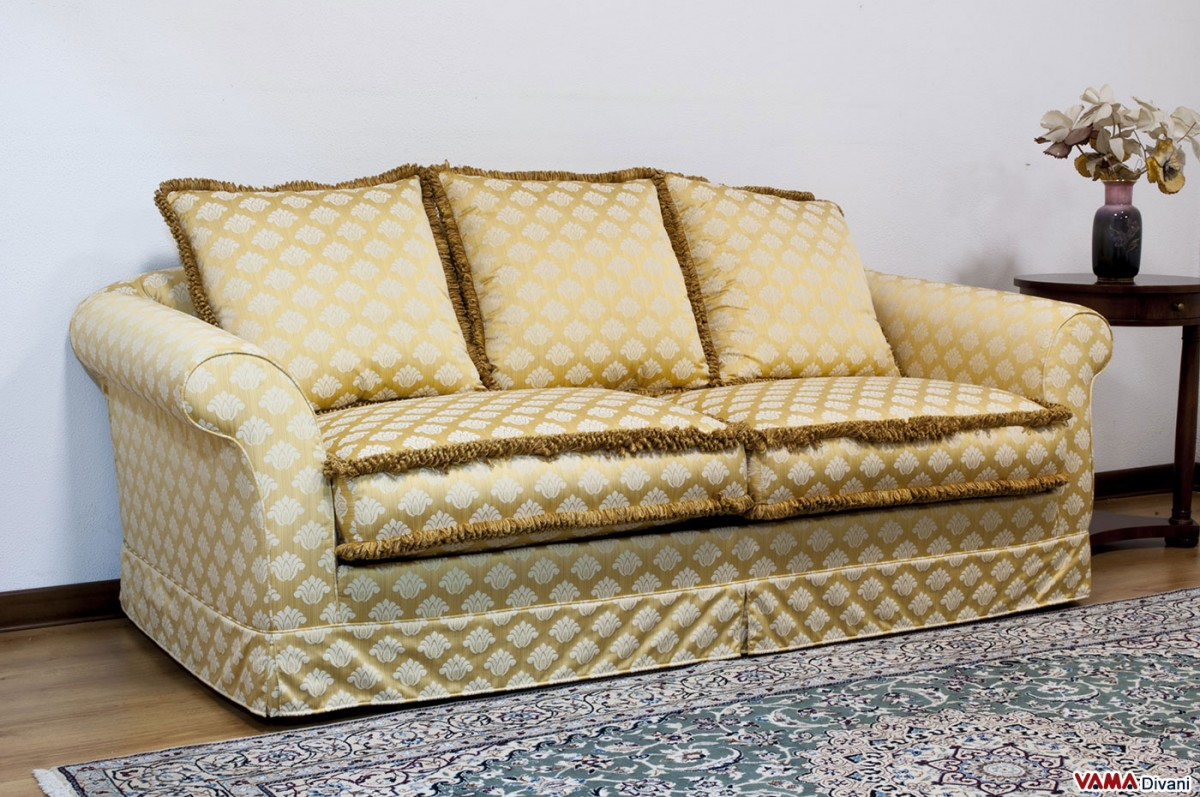 Fabric removable cover sofa characterised by a classic for Classic sofa styles