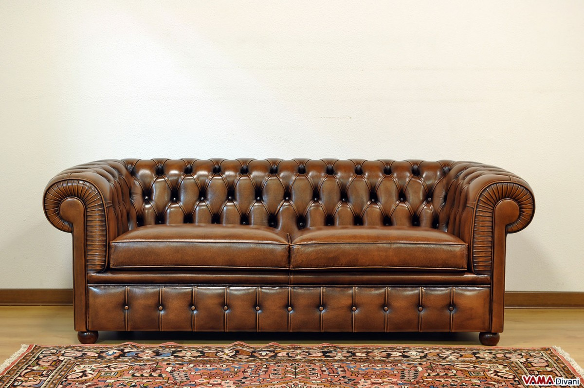 Chesterfield 2 maxi seater sofa two large cushions for Sofa divano