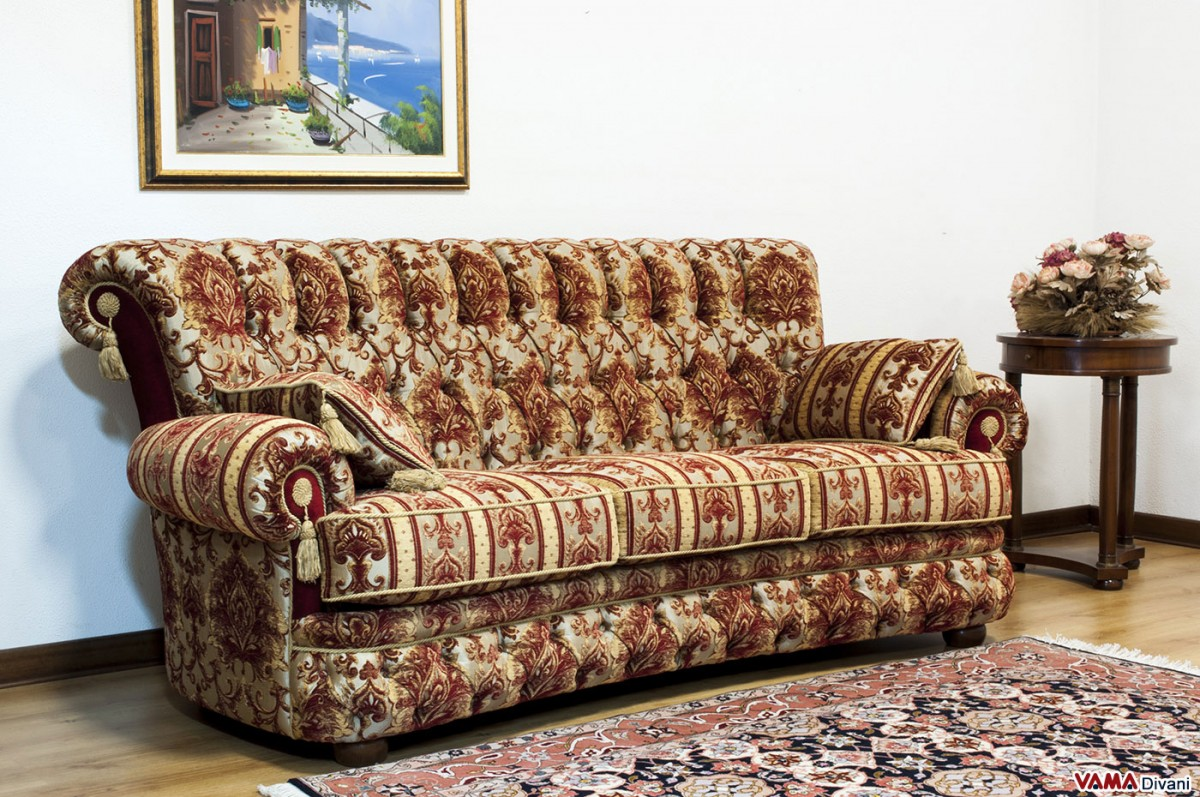 Luxury classic sofa in damask fabric and buttoned details for Classic sofa