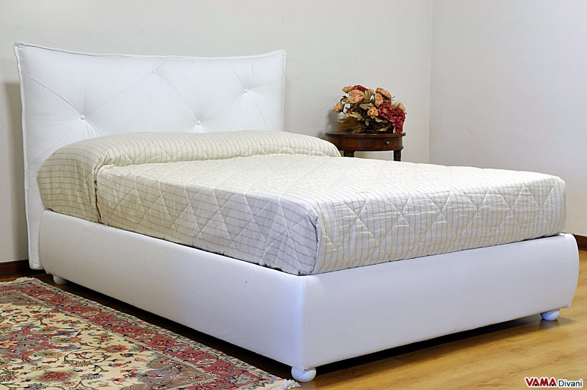 Contemporary upholstered bed with Buttoned headboard