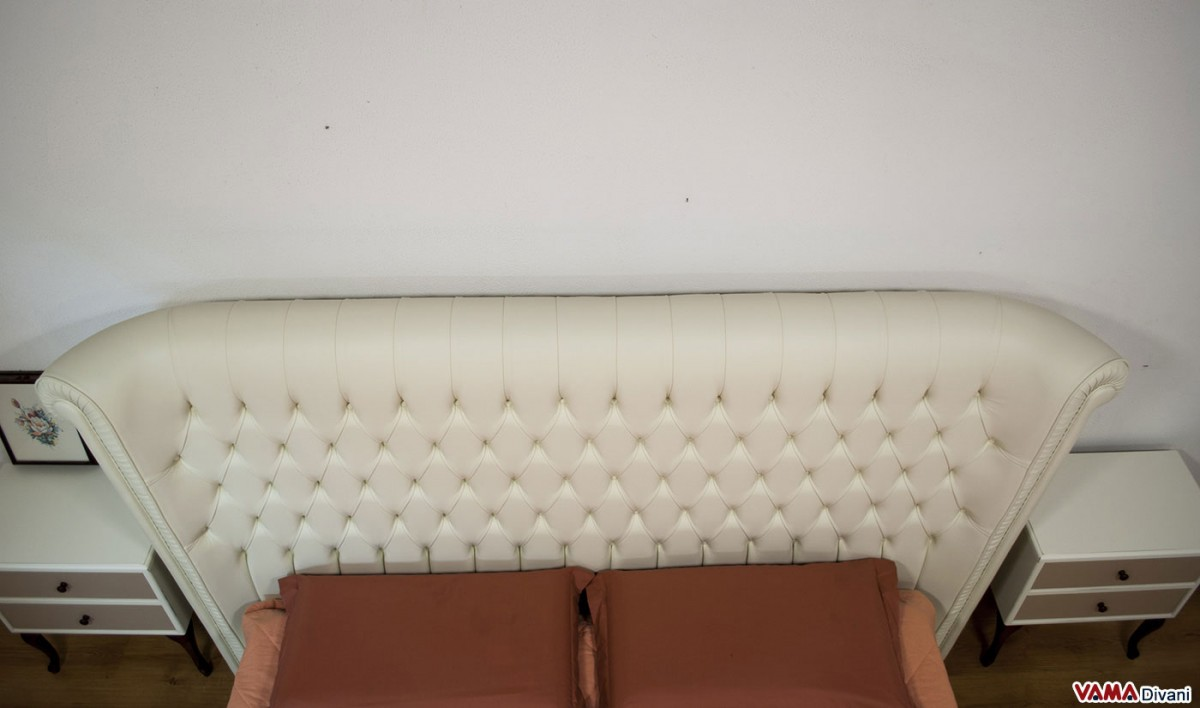 Buttoned Bed Very Similar To The Chesterfield Model With