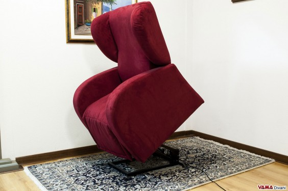 Electric armchair with lift mechanism