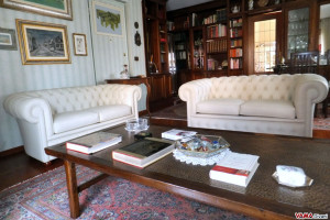 We received the two Chesterfield sofas, beautiful and well made